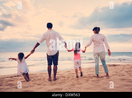 Happy Family having fun on Beach at Sunset Banque D'Images