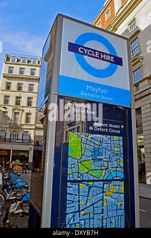 Boris Bike location de stand, Mayfair, West End, Londres, Angleterre, Royaume-Uni Banque D'Images