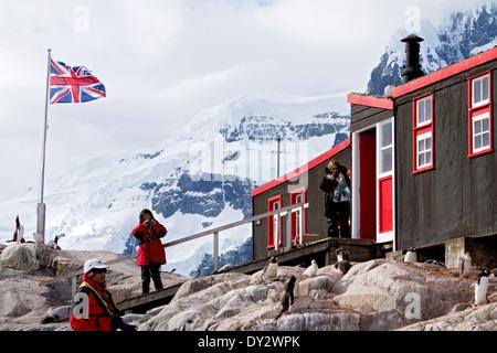 Penguin Bureau de poste, Port Lockroy, près de la péninsule Antarctique, l'Antarctique s'y arrêtent souvent pour Banque D'Images