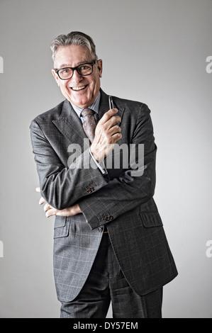 Portrait of senior man, portant costume Banque D'Images