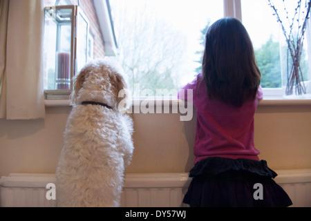 Fille et son chien de Banque D'Images