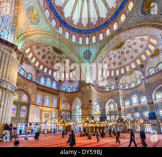 Intérieur de la Mosquée Bleue (Sultanahmet Camii), Sultanahmet, Istanbul, Turquie Banque D'Images