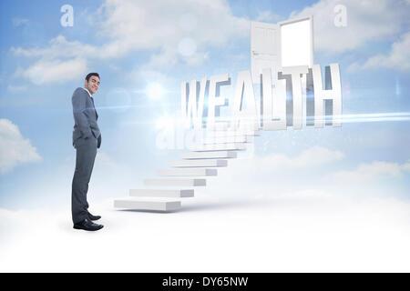 Richesses contre étapes menant à la porte ouverte dans le ciel Banque D'Images