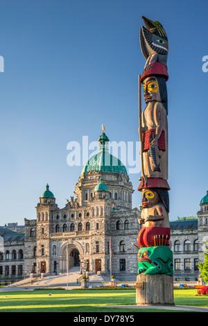 Totem Totem de connaissances, par Cicéron Août, édifices du Parlement, Victoria, île de Vancouver, Colombie-Britannique, Canada