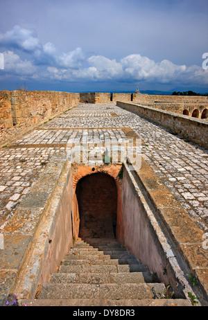 """Niokastro (signifie """"nouveau château"""") qui garde l'entrée de la baie de Navarin, Pylos ('Navarin'), Messénie, Péloponnèse, Banque D'Images"""