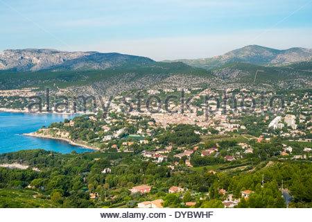 D'un grand angle de vue sur la ville de Cassis, Bouches-du-Rhône, Provence-Alpes-Côte d'Azur, France Banque D'Images