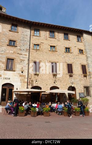 Square de San Gimignano, Province de Sienne, Toscane, Italie