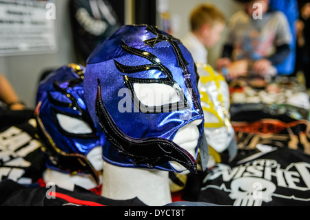 Les masques de catcheur mexicain à la vente à une convention de science-fiction Banque D'Images