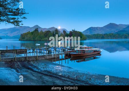 Bateaux sur Derwentwater dans le Parc National de Lake District. Banque D'Images