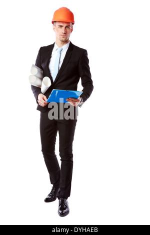 Portrait of a handsome businessman in casque avec dossier bleu sur fond blanc