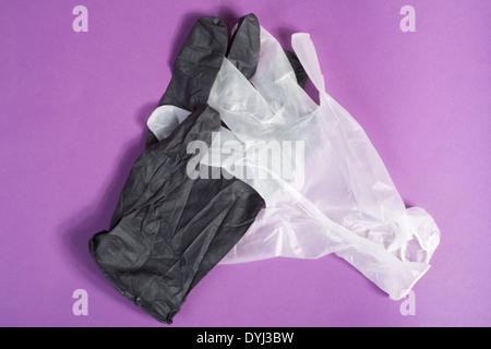 Des gants en caoutchouc jetables à usage unique Banque D'Images