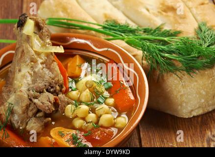 Kovurma shorva - traditionnelle soupe ouzbek Shurpa Banque D'Images