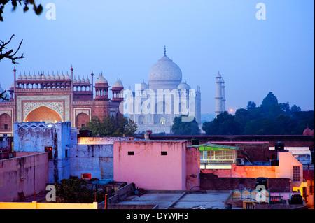 L'Inde, le Taj Mahal. De soleil et de belles couleurs. Banque D'Images