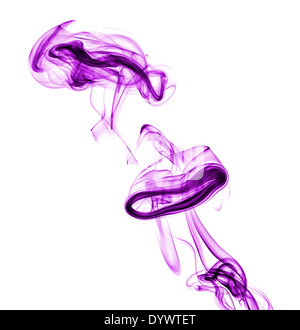 Purple abstract smoke isolé sur fond blanc Banque D'Images