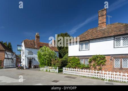 La place dans le joli village de Chilham Canterbury Kent nr