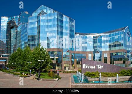 Centre d'affaires Nurly Tau à l'Avenue Al-Farabi, Bostandyksky District, Almaty, Kazakhstan Banque D'Images