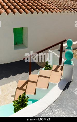 Étapes vers le bas pour une villa de vacances. Na Macaret, Minorque. Banque D'Images