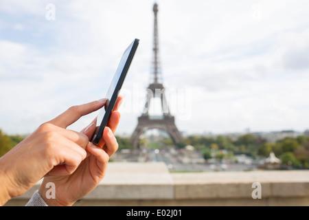 Les femmes de Paris téléphone mobile e-mail sms message
