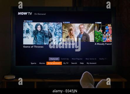 Regarder sur demande TV à travers un ciel MAINTENANT PLAT Fort, UK Banque D'Images