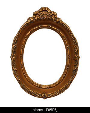 Cadre ovale orné d'or isolé sur fond blanc. Banque D'Images