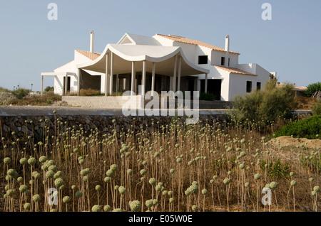 Une villa de vacances sur l'île des Baléares de Minorque. Banque D'Images