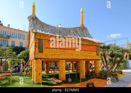 Fantasy House de Papouasie-Nouvelle-Guinée construit d'Oranges à l'assemblée annuelle Fête du Citron Menton Alpes-Maritimes France