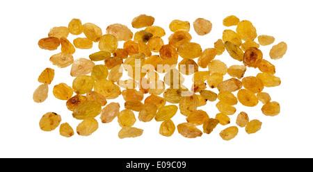 Raisins dorés isolé sur fond blanc