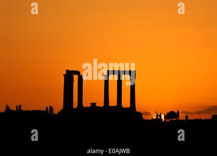 Coucher de soleil sur le Temple de Poséidon, Cap Sounion, Attique, Grèce. Banque D'Images