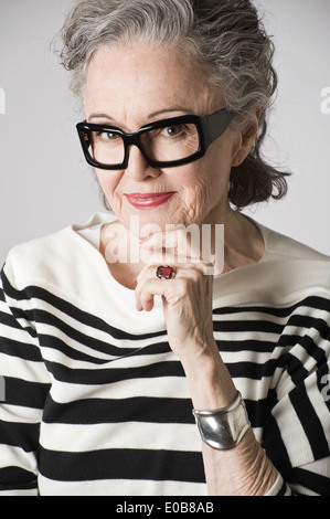 Portrait of senior woman, hand on chin Banque D'Images