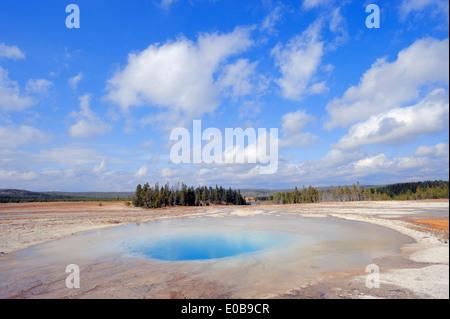 Piscine opale, Midway Geyser Basin, parc national de Yellowstone, États-Unis