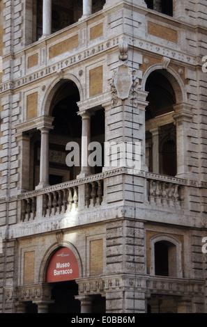 L'Italie. Rome. Barracco Musée de Sculpture Antique. Situé dans la Piccola Farnesina palace. Façade. Détail. Banque D'Images
