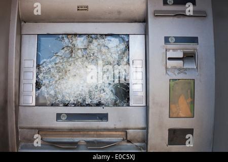 Écran cassé d'une cash machine Banque D'Images