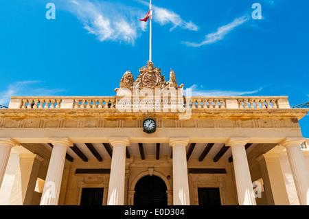 La protection principale est un bâtiment de style classique avec des colonnes doriques qui abritait à l'origine Banque D'Images