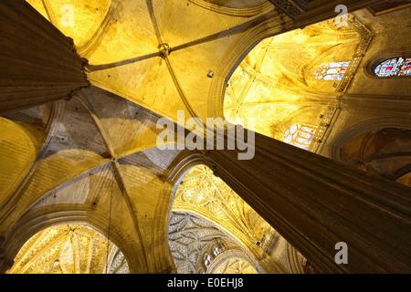 Détail du plafond et des colonnes, la cathédrale de Séville, Séville, Espagne Banque D'Images
