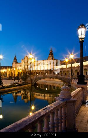 Canal et le pont, Plaza de España, Séville, Espagne Banque D'Images