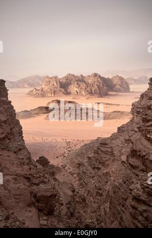 Vue à couper le souffle de Wadi Rum, les sept piliers de la sagesse de la randonnée, de la Jordanie, Moyen-Orient, Asie
