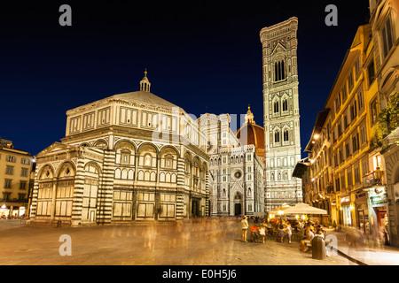 Dôme, Cathédrale Santa Maria del Fiore avec clocher de Giotto, le Baptistère, la Piazza Giovanni, Florence, Toscane, Banque D'Images