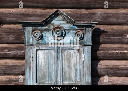 Partie de bâtiment traditionnel en bois à Irkoutsk, en Sibérie, Russie Banque D'Images