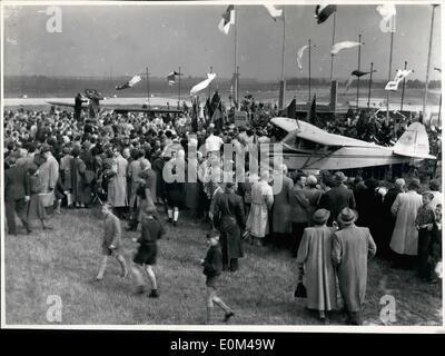 Mai 05, 1953 - l'ordination et de la croix à Düsseldorf, dans l'ouest de l'Allemagne. Le premier des deux avions Banque D'Images