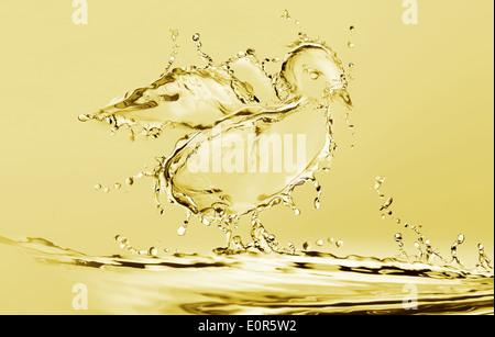 L'eau jaune Poussin Banque D'Images