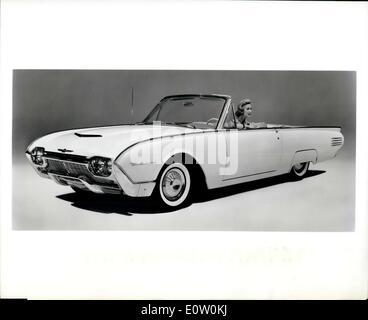14 octobre, 1960 - 1961 Le Thunderbird - troisième expression de la Thunderbird classique design - introduit de Banque D'Images