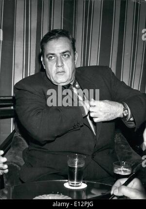 24 février 2012 - L'acteur américain Raymond BUHR, savez bien que ''Perry Mason'' est en réalité à Rome pour en Banque D'Images