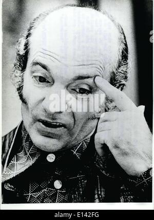 31 mars 2012 - Des rumeurs sur l'Football-Trainer; Cramer Restaurant-pension bei der post un visage pensif. rend Banque D'Images