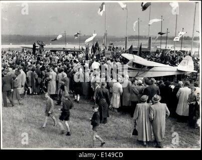 Le 17 avril 2012 - l'ordination et de la Croix à Düsseldorf, dans l'ouest de l'Allemagne. Le vendredi, 8 mai 1953, Banque D'Images