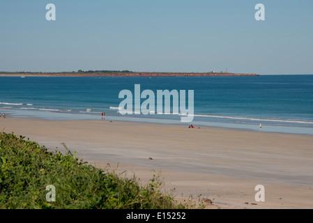 L'Australie, Australie occidentale, Broome, Cable Beach. Vue de la plage avec Gantheaune Point Lighthouse dans la Banque D'Images