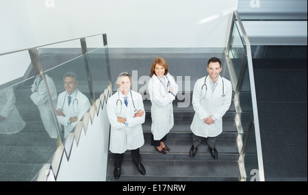 Portrait of confident doctors on stairs Banque D'Images