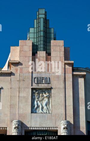 Façade de l'immeuble Art Déco Eden un ancien théâtre et cinéma maintenant un hôtel Lisbonne Portugal Europe de l'ouest Banque D'Images