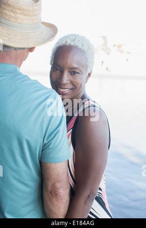 Portrait of senior couple on beach Banque D'Images