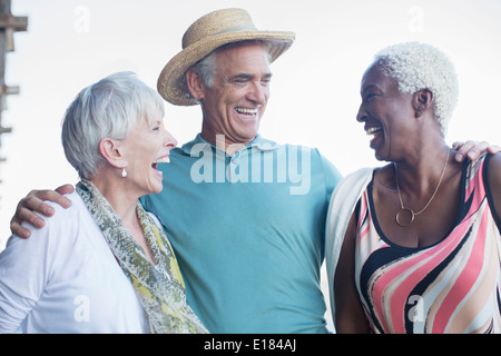 Senior friends laughing Banque D'Images