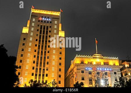 Banque de Chine et la banque ICBC par nuit Bund Shanghai Chine Banque D'Images